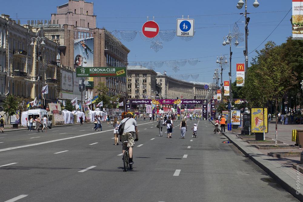 В Киеве перевернулась фура - погибли участковый и девушка - Цензор.НЕТ 7581