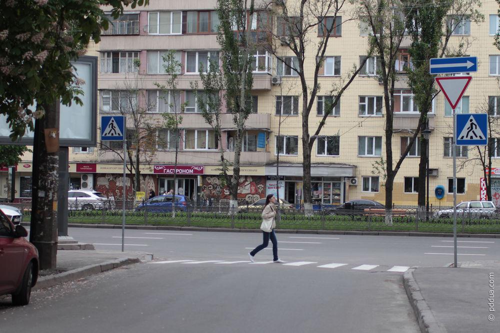 что моргает над знаком пешеходный переход