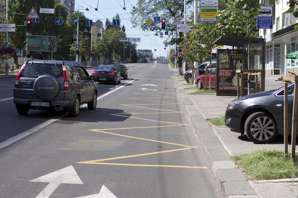 остановке для такси под знаком в украине